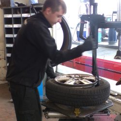 Roxby-Road-Garage-Winterton-North-Lincolnshire_Tyre_Bay5